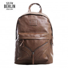 Mochila 17 Pulg. Art. SAL EM005.2 HABANO PU 100% c/ cierre metal adorno SALON BERLIN